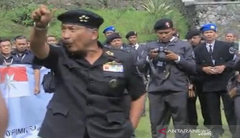 Komunitas Sunda Empire bikin heboh di Bandung. Foto: Antara