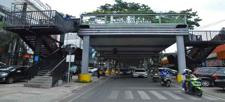 Skywalk Cihampelas Bandung (foto: tempatwisatabandung.info)
