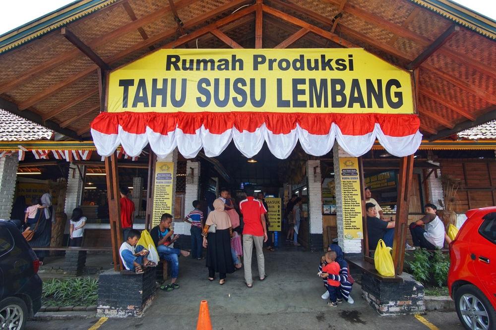 Tahu Susu Lembang (Foto: pergidulu.com)