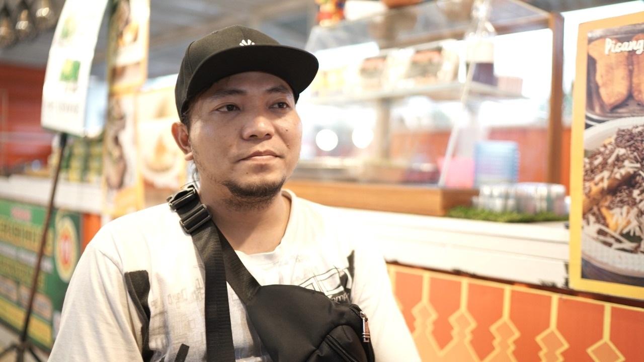 Agus Salim, generasi ketiga yang menjalankan usaha legendaris Ketan Susu Kemayoran (Foto: Sapta Priwasana/GenPI.co)