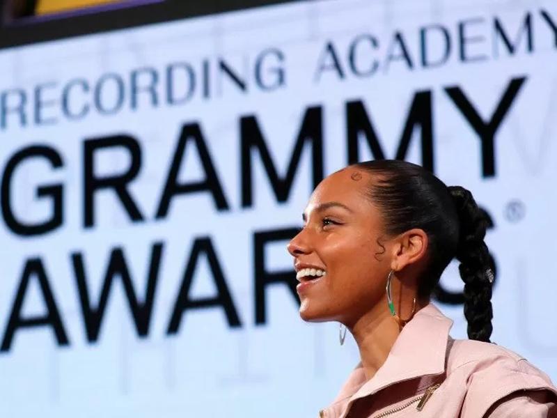 Alicia Keys menjadi pembawa acara Grammy Awards 2020. Foto: Mike Segar/Reuters