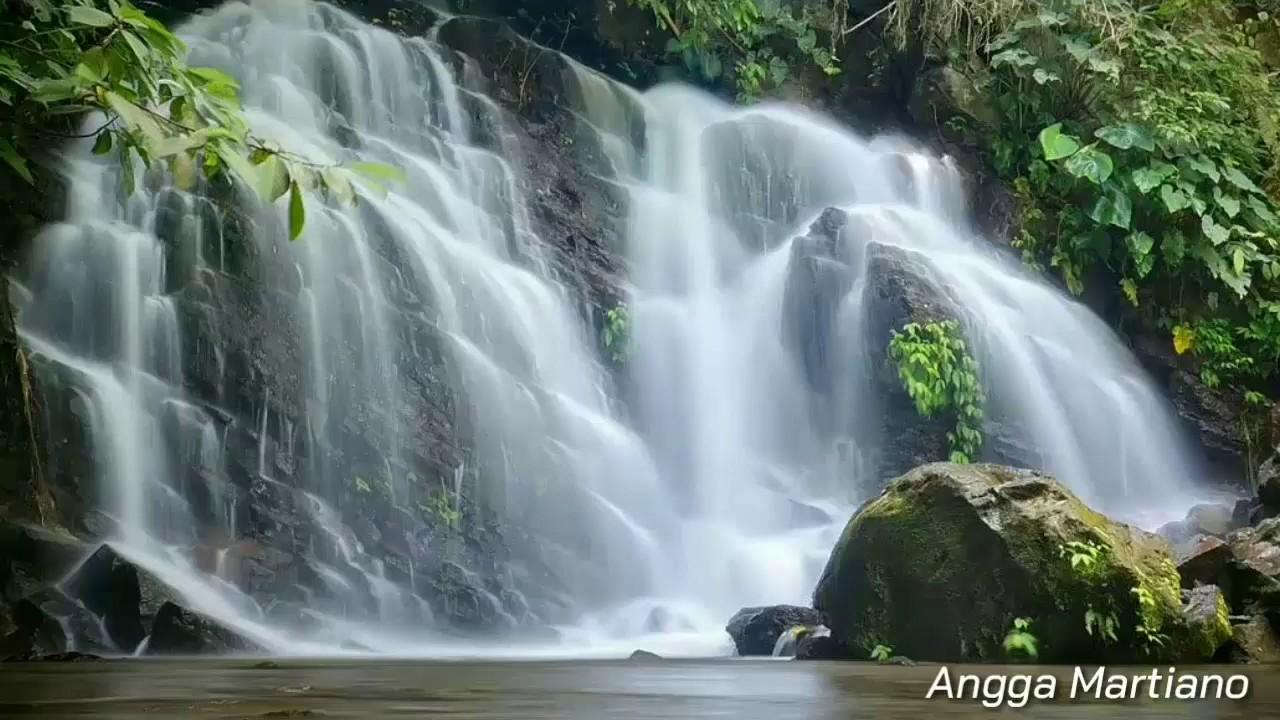 Curug Ciputrawangi di Sumedang. (Foto: YouTube/Angga Martiano)