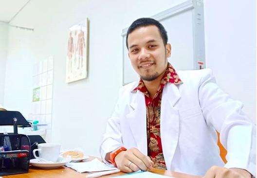 dr Dhika Raspati, dokter spesialis kedokteran olahraga (Foto: Instagram/@dhika.dr)