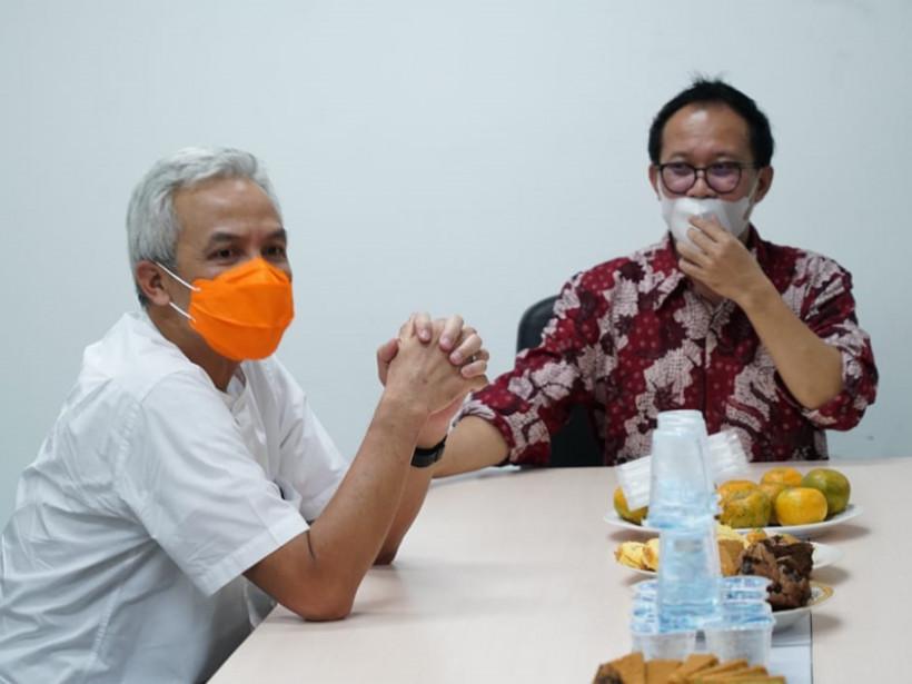 Gubernur Jawa Tengah Ganjar Pranowo dan Komisaris Utama GenPI.co Auri Jaya.(Foto: Aan/GenPI.co)