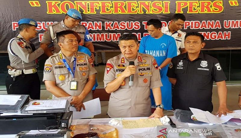 Kapolda Jateng Irjen Rycko Amelza Dahniel menjelaskan pengungkapan kasus Keraton Agung Sejagat di Semarang. Foto: Antara