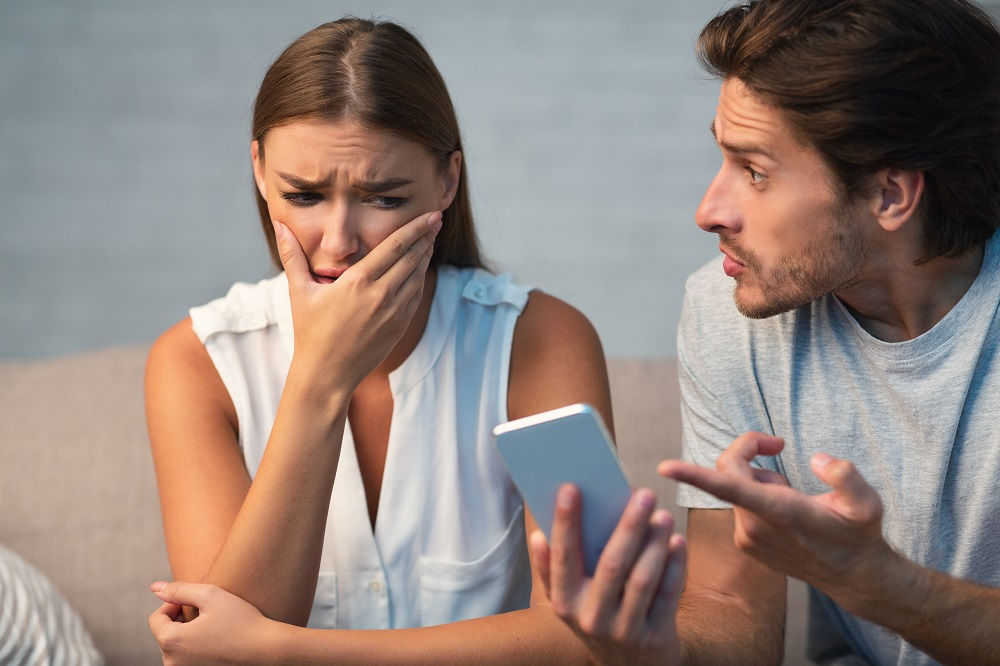 Mengapa Perselingkuhan Perempuan Lebih Berbahaya?