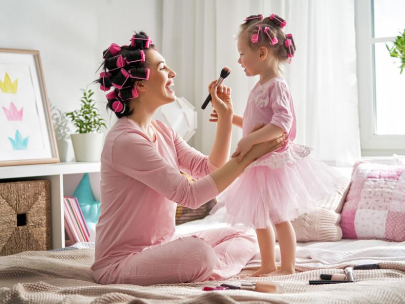 Ilustrasi ibu dan anak. Foto: Elementsenvato