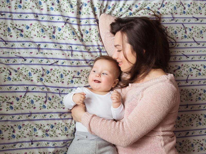 Ilustrasi ibu dan bayi. Foto: Ollinka/Elementsenvato