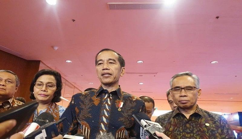 Presiden Joko Widodo usai menghadiri acara Pertemuan Tahunan Industri Jasa Keuangan Tahun 2020 di Grand Ballroom, Hotel Ritz Carlton, Pacific Place, Jakarta. Foto: Antara
