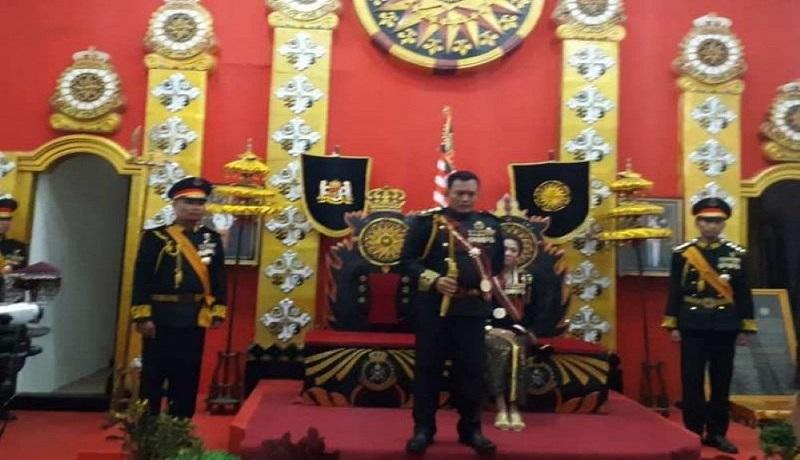 Raja dan Ratu Agung Sejagat pimpinan Totok Santosa bersama permaisurinya Fanni Aminadia ditahan Polda Jateng. Foto: Antara