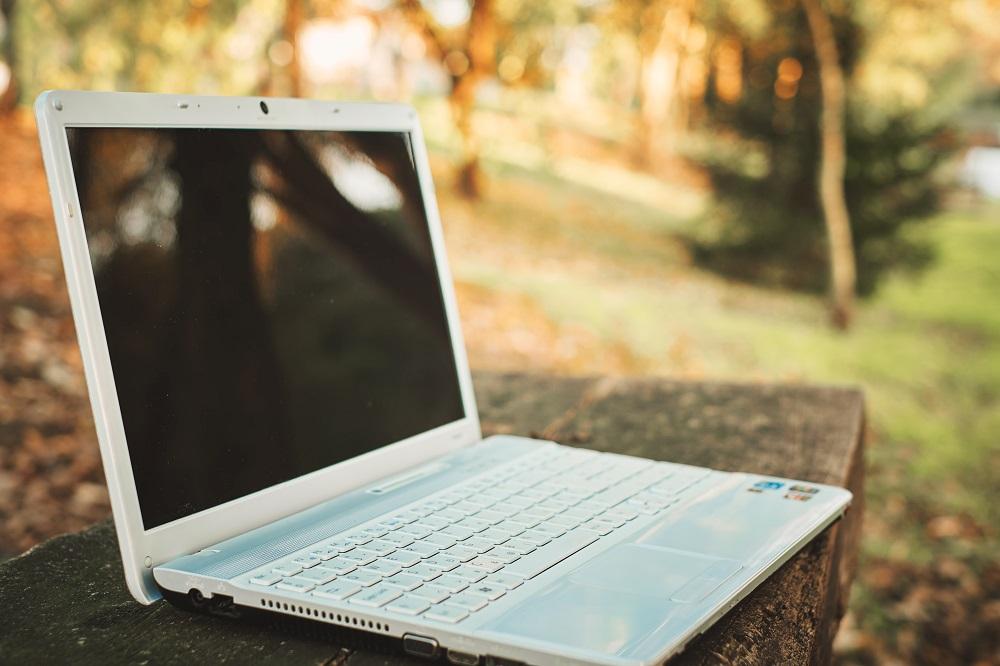 Kerja Lagi dengan New Normal, Begini Bikin Laptop Steril