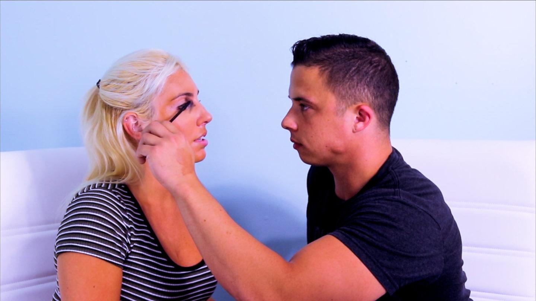 Merias wajah pasangan, salah satu aktivitas seru dalam kencan antimainstram. (Foto: Pinterest)