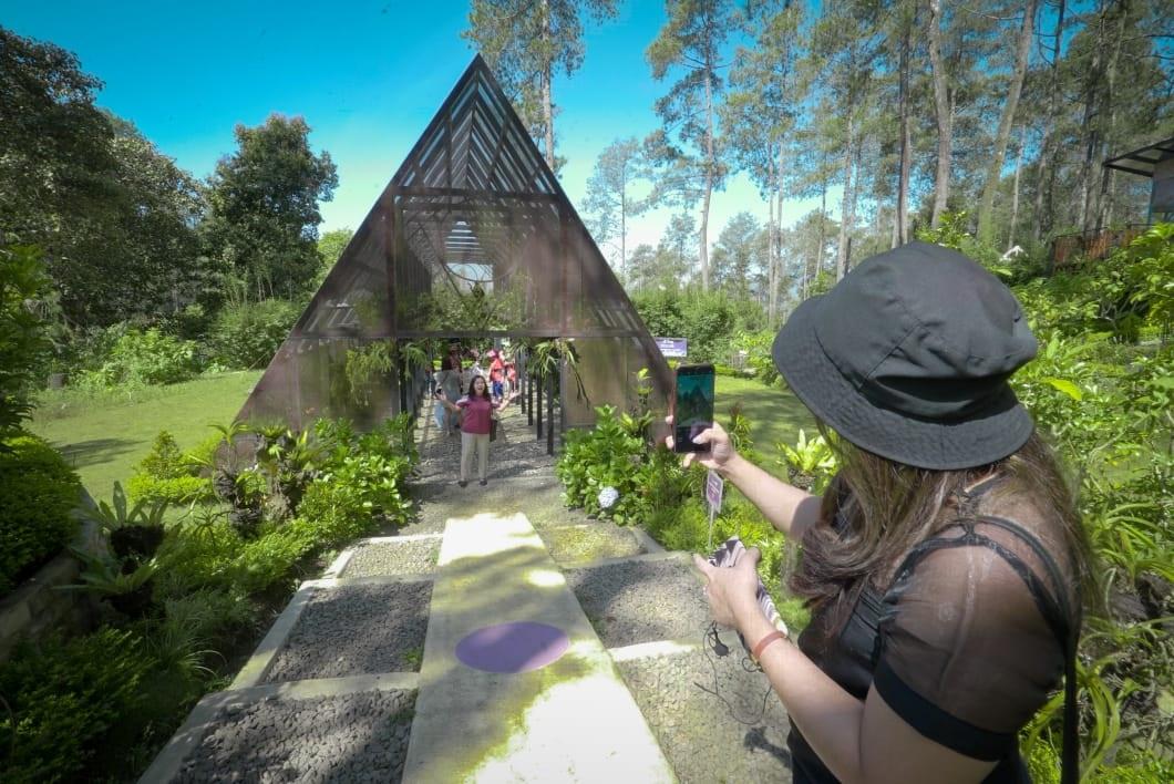 Orchid Forest Cikole, salah destinasi wisata yang menerapkan konsep nomadic tourism (Foto: Sapta Priwasana/GenPI.co)