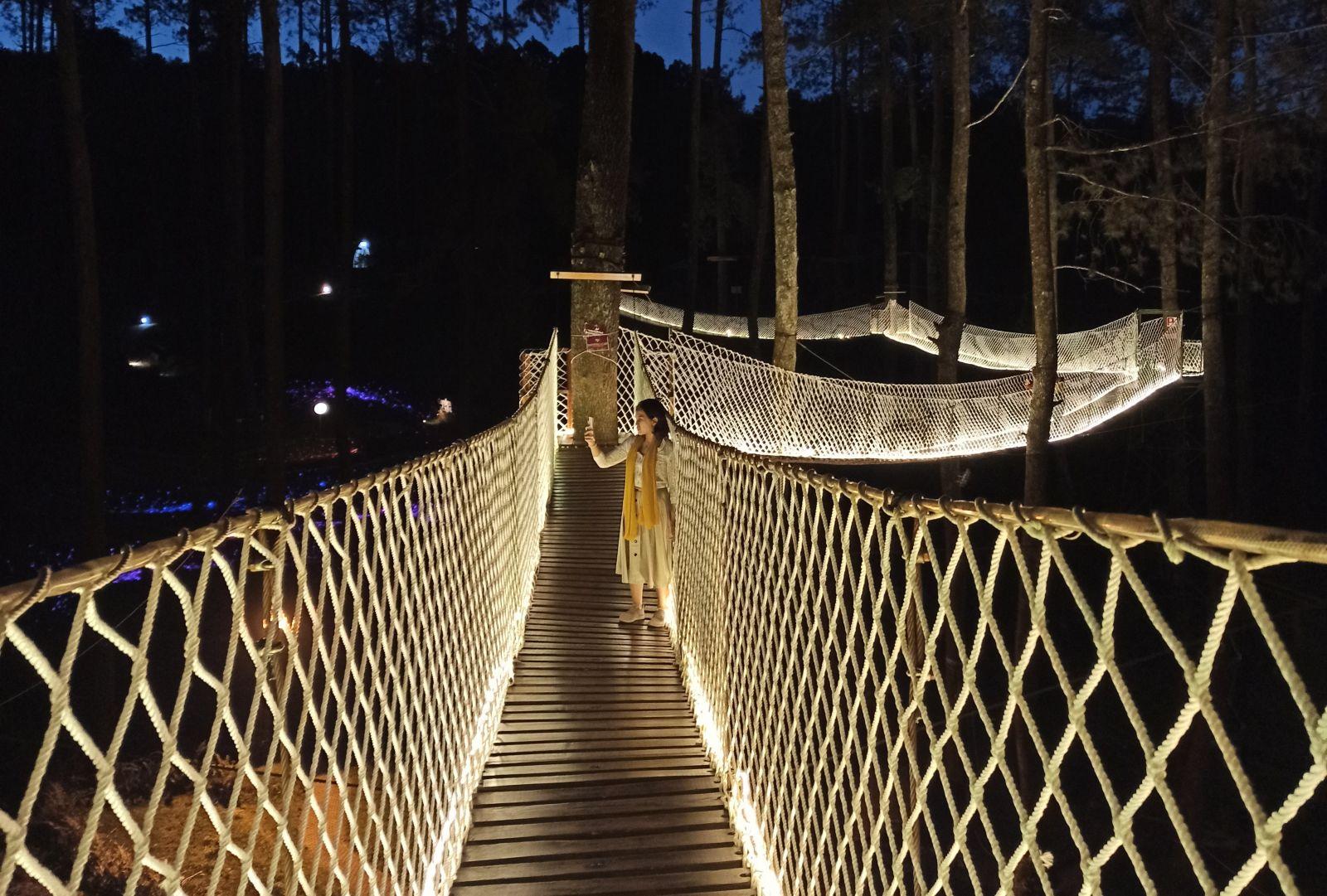 Wood Bridge Orchid Forest Cikole (Foto: Andi Ristanto/GenPI.co)