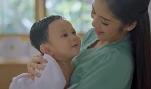 foto bayi bintang iklan minyak telon yang disebut mirip Prabowo Subianto (Foto: Twitter/@ykzr)