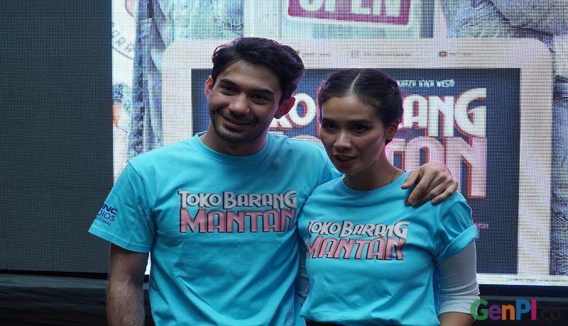 Reza Rahadian dan Marsha Timothy saat konferensi pers peluncuran trailer film Toko Barang Mantan. Foto: Asep/GenPI.co