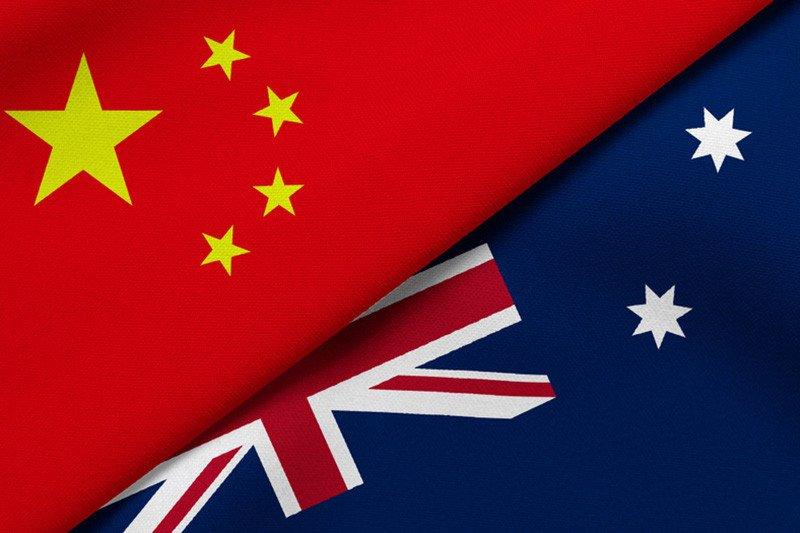 Bendera negara Republik Rakyat China dan negara Australia. (Foto: Antara/Shutterstock)