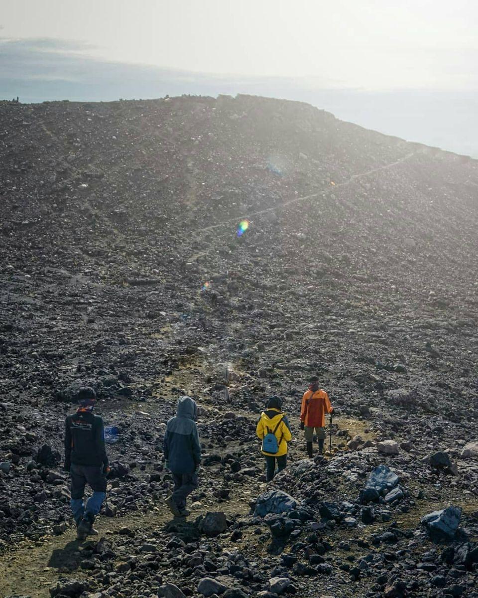 Triple S, Impian Pendaki Menaklukan Atap Jawa Tengah