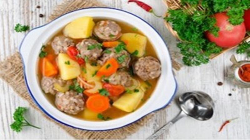Sup bakso sapi (foto: shutterstock)