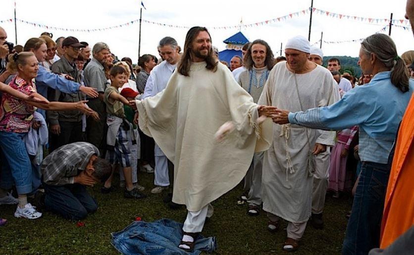 Sergei Torop, pemimpin sekte yang dijuluki Yesus dari Siberia. (Foto: thepigeonexpress.com)