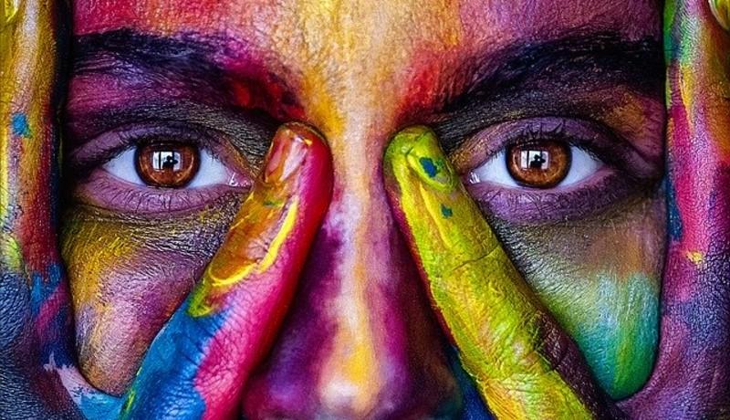 ilustrasi : warna membawa keberuntungan ( foto : Unsplash )