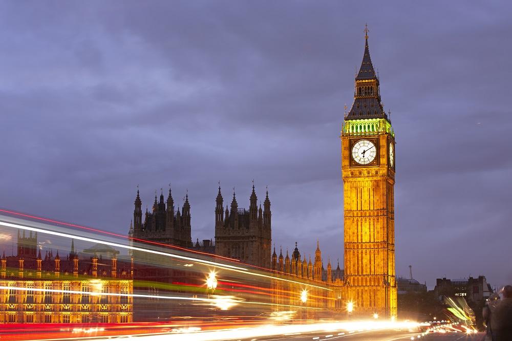 Menara jam bersejarah Big ben di London, Inggris. (Foto: Elements Envato)