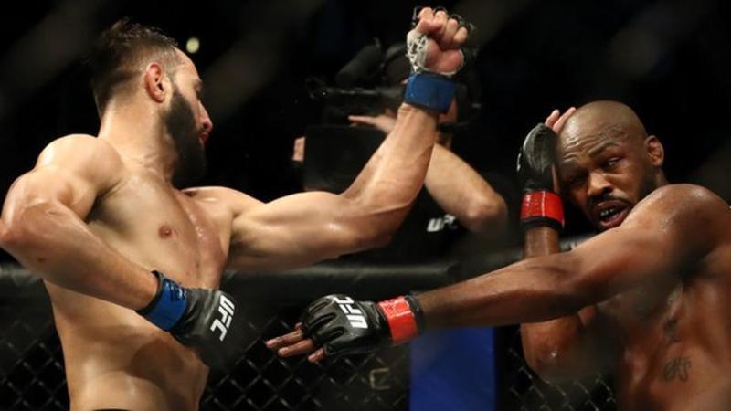 Jon Jones berhasil mengalahkan Dominick Reyes pada UFC 247 di Toyota Center, Texas, Minggu (9/2) WIB. Foto: BBC