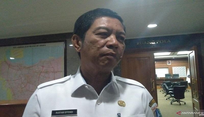 Wali Kota Jakarta Barat Rustam Effendi memberikan pernyataan terkait jemaah Masjid Jami Kebon Jeruk. Foto: Antara