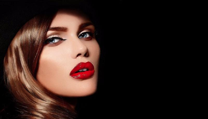 Ilustrasi lipstik merah merona pada wanita. Foto: Freepik