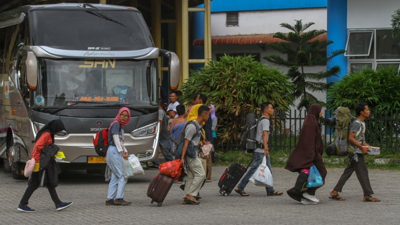Cegah Corona: Jelang Ramadan, Adu Cepat Mudik vs Kebijakan Jokowi