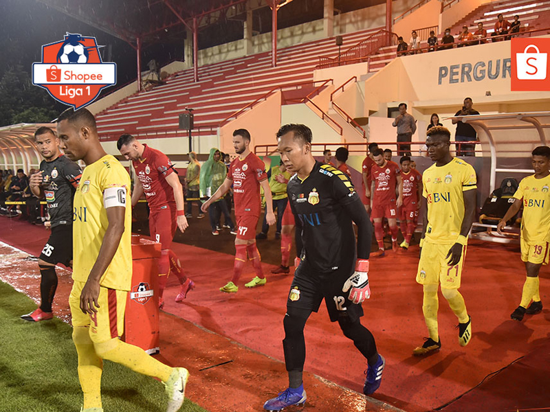 Laga Bhayangkara FC vs Persija Jakarta pada pekan ketiga Liga 1 2020 berakhir dengan skor 2-2 di Stadion PTIK, Jakarta, Sabtu (14/3). Foto: Twitter/Liga1Match