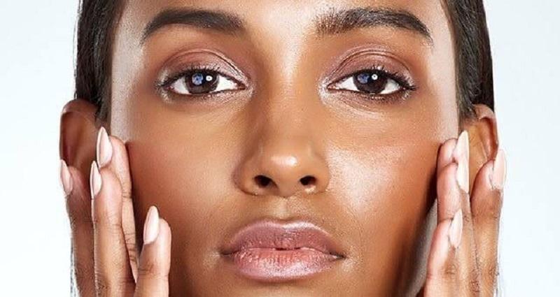 Rawan Jerawat, Simak Cara Makeup Untuk Kulit Berminyak yang Tepat