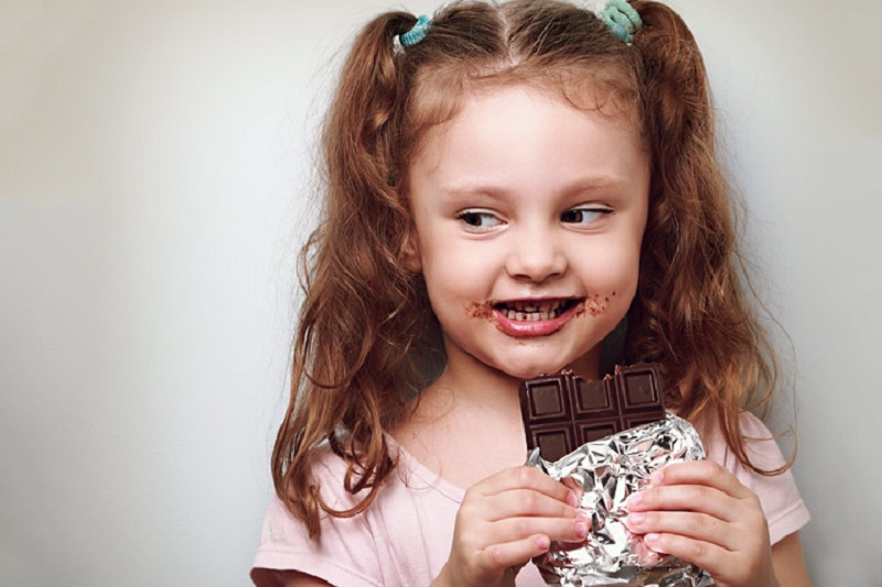 Ilustrasi: Si kecil kecandauan makanan manis (Foto : eltham kids party hire)