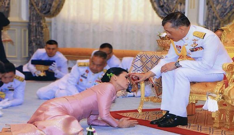 Raja Thailand Vajiralongkorn Bersama 20 Selir Di Jerman. Foto: Daily Mail