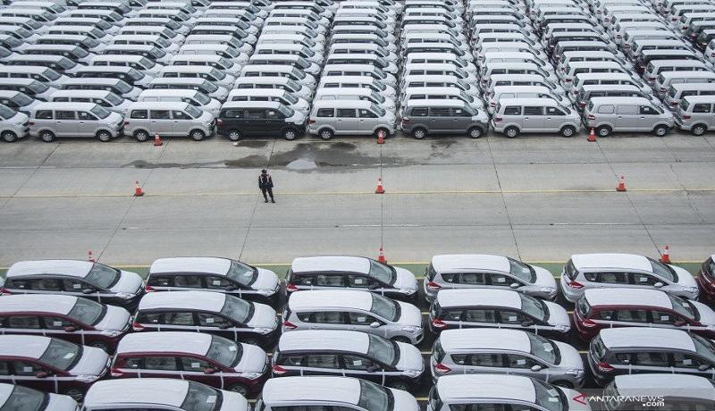 pengiriman mobil baru. Foto: Antara