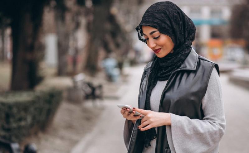 Jangan Salah Pilih, Ini Warna Hijab Buat Kulit Sawo Matang