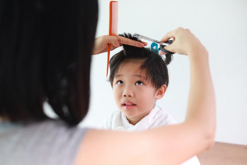 4 Tips Memotong Rambut Anak di Rumah