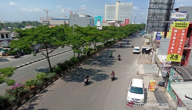 Suasana Jalan Margonda, Kota Depok, Jawa Barat, terlihat sepi dari lalu lalang kendaraan sejak PSBB. Foto: Antara