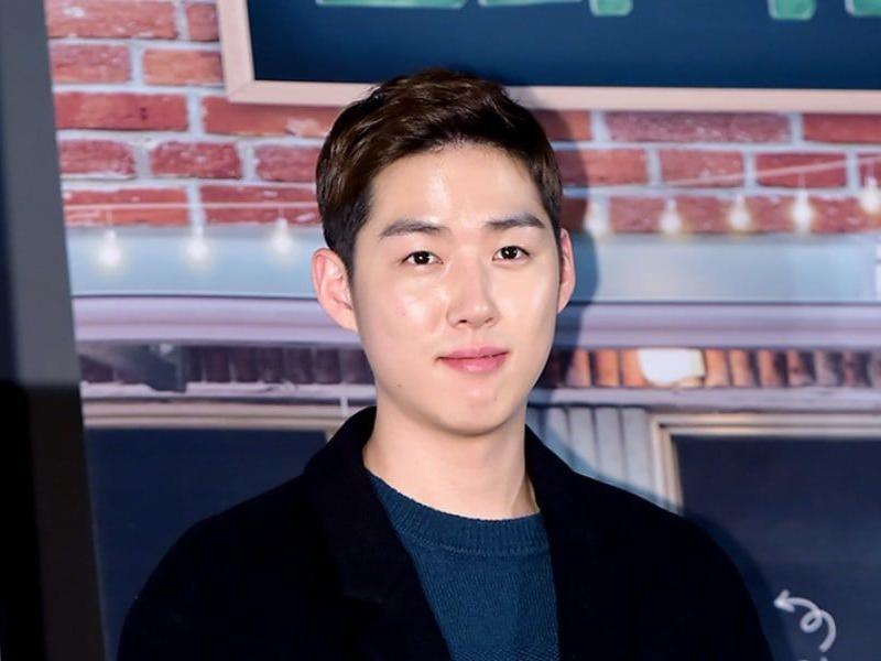 Kabar dari Baek Sung Hyun Pasti Bikin Cewek Patah Hati