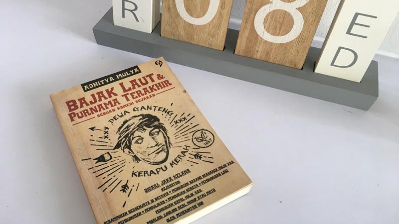Buku Bajak Laut & Purnama Terakhir (foto: Mia Kamila)