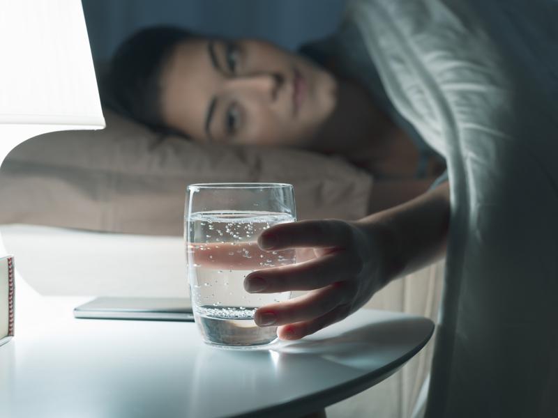 Minum Air Putih Sebelum Tidur Bisa Turunkan Berat Badan - Gen...