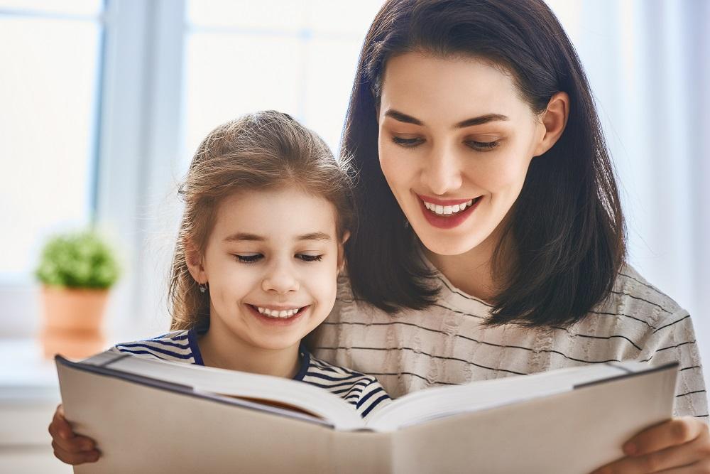 Ilistrasi belajar membaca. (Foto: Elements Envato)