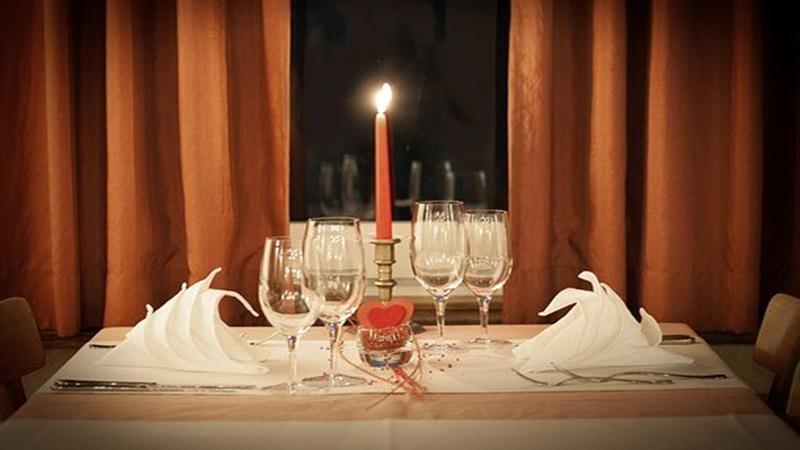 Tetap Romantis Bersama Pasangan saat di Rumah Saja, Ada 3 Cara!