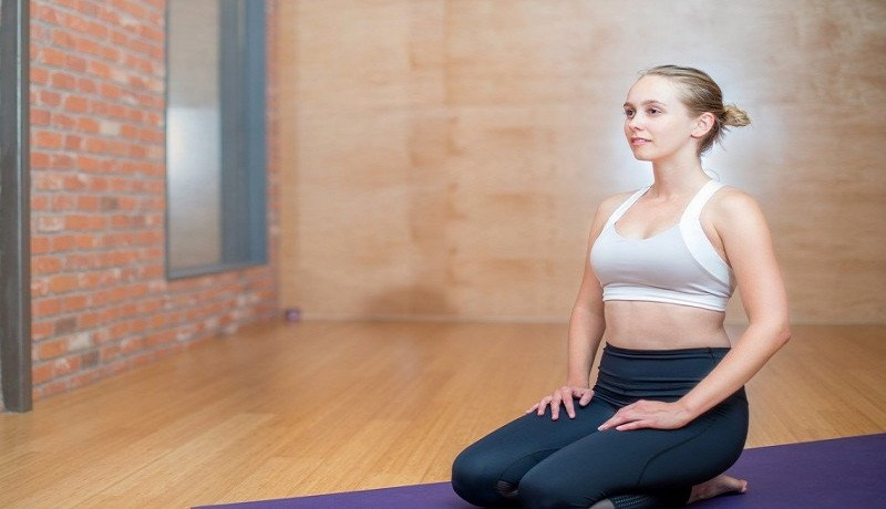 Olahraga Yoga di rumah. Foto: Antara