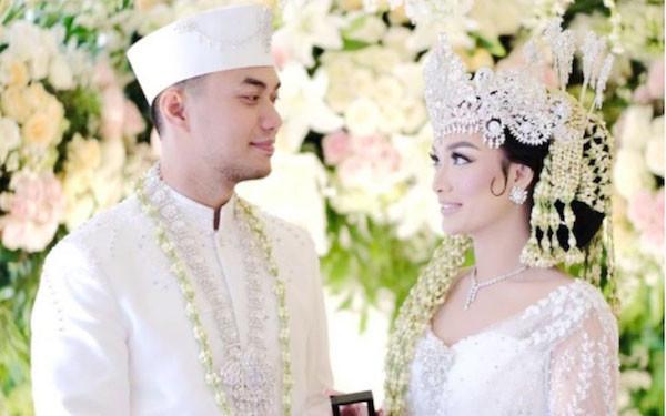 Zaskia Gotik dan suami, Sirajuddin Mahmud. Foto: Instagram/mozawahyu