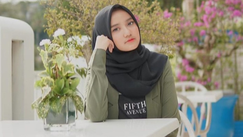 Putri Ustaz Yusuf Mansur Baru Usia 18 Tahun Sudah jadi Direktur