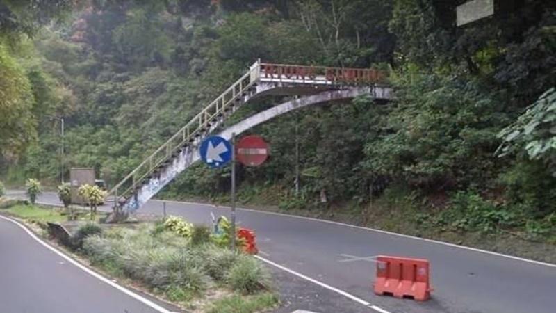 Jembatan Riung Gunung (foto: orbitmetro)
