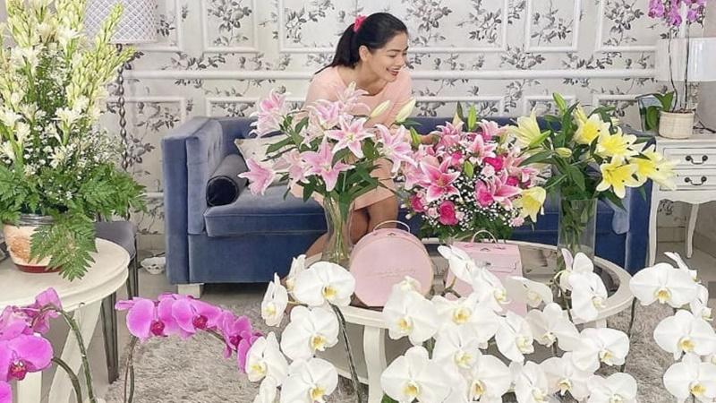 Di Rumah Aja, Titi Kamal Tetap Keren Tampil dengan Piyama