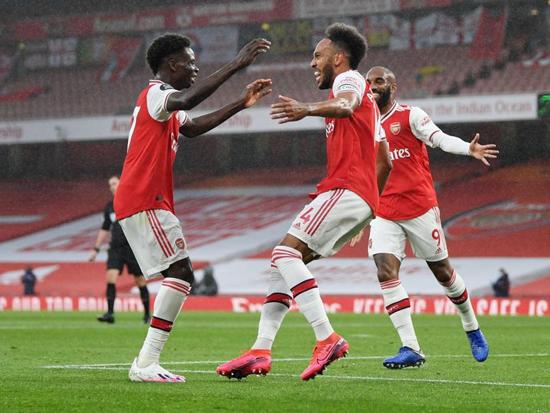 Arsenal hanya bermain imbang kontra Leicester dengan skor 1-1 di Emirates Stadium, Rabu (8/7) dini hari WIB. Foto: Twitter/premierleague