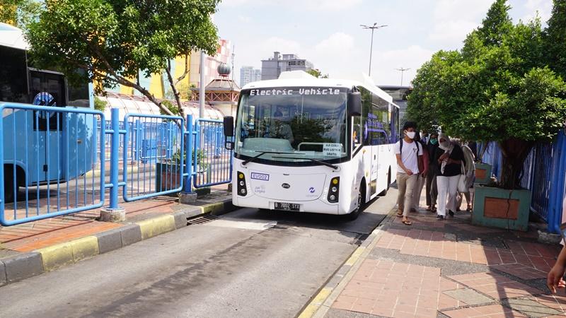 Mau Naik Bus Listrik Transjakarta Gratis? Begini Lo Caranya